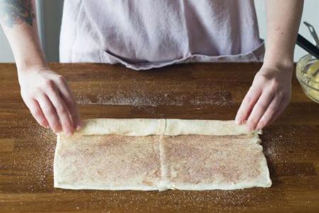 نان رول شکری با خمیر هزارلایه, مراحل درست کردن نان رول شکری