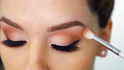 اشتباهات آرایشی هنگام سایه زدن