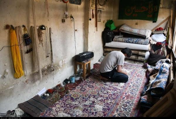 تصاویری دیدنی از رفوگران فرش دستبافت در بازار فرش اصفهان