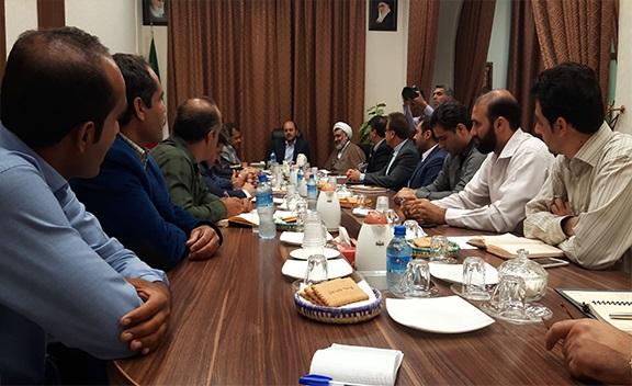 صبح امروز برگزار شد؛ جلسه پیگیری انتقال روستای شاه پسرمرد از بالا به پایین کوه در دفتر معاون استاندار