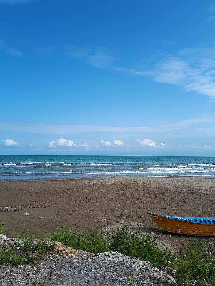 عکس قایق و ساحل
