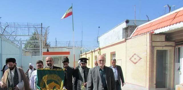 آزادی ۲ زندانی در حضور کاروان زیرسایه خورشید از زندان مراغه