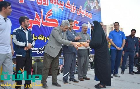 به مناسبت هفته قوه قضاییه از خانوده شهید سرخوش پورمحمدی تجلیل شد