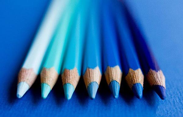 مفاهیم پنهانی رنگ آبی در طراحی لوگو