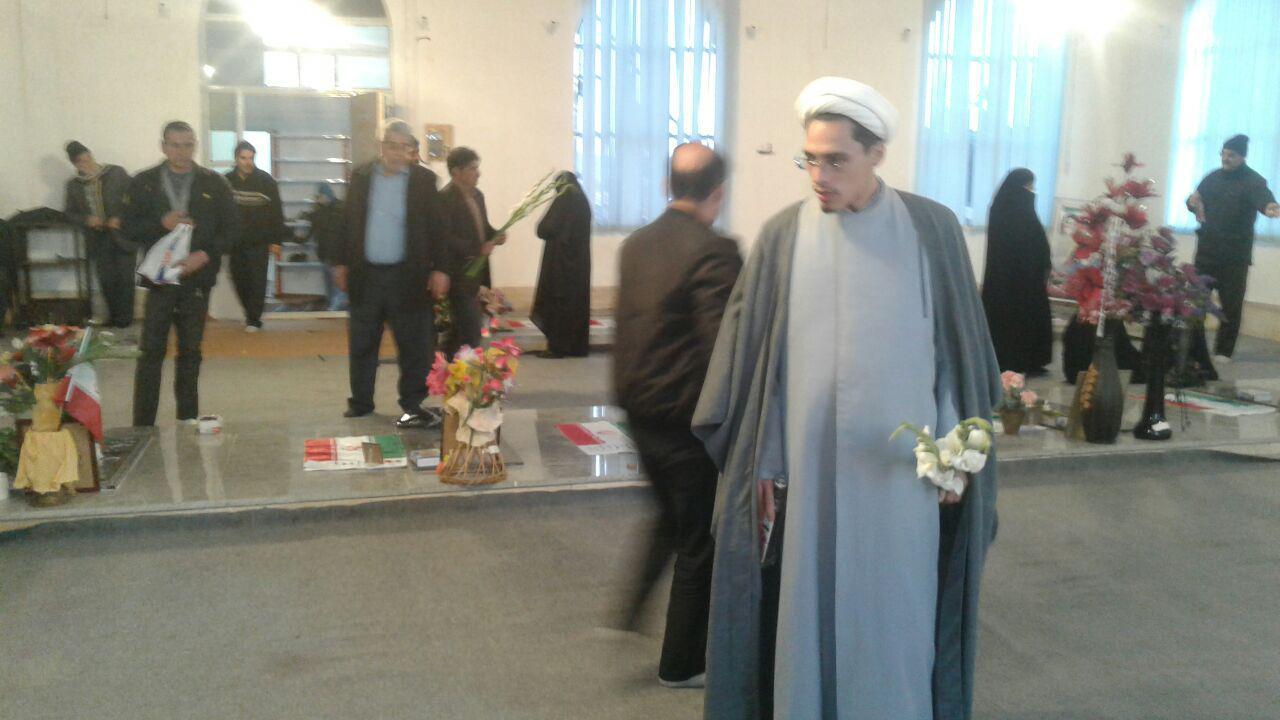 برگزاری مراسم غبار روبی مزار شهدا به مناسبت دهه فجر در روستای آهق