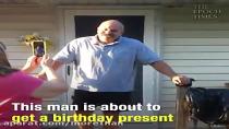 سورپرایز کردن پدری که بیماری کوررنگی داشت !