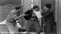فیلم صامت (ولگرد) محصول سال 1915(چارلی چاپلین)