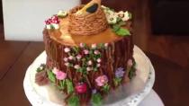 آموزش ایده تزیین کیک به شکل تنه درخت با لانه پرنده و گلهای زیبا