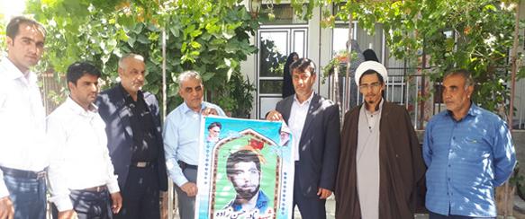 دیدار مدیر مسئول کانون فرهنگی امام زمان (عج) به همراه رئیس بنیاد شهید با خانواده شهدا و ایثارگران