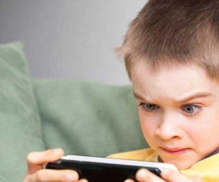 مضرات بازی با تلفن همراه و رایانه