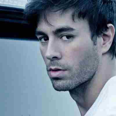 تصویر : http://rozup.ir/view/2991577/Enrique-Iglesias.jpg