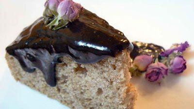 کیک گل سرخ (گل محمدی)