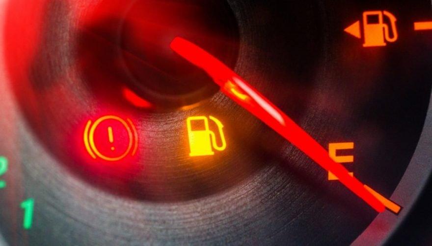 خودرو پس از روشن شدن چراغ بنزین، چند کیلومتر میتواند طی کند؟
