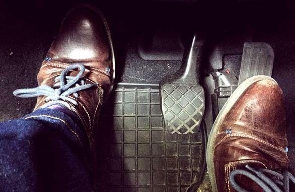نگه داشتن کلاچ قبل از استارت زدن خودرو مفید است؟