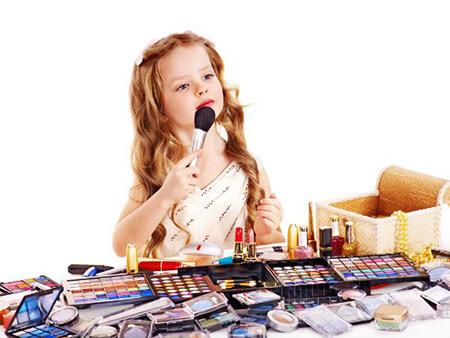 مضرات آرایش برای کودکان