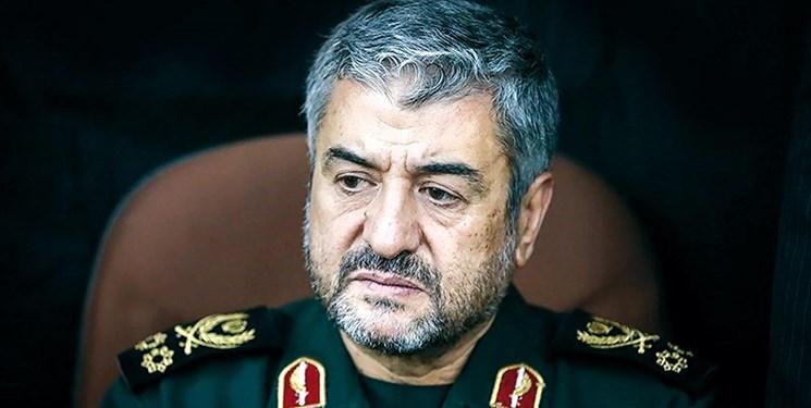شهید سلیمانی تمام نقشههای آمریکا را در منطقه با شکست مواجه کرد