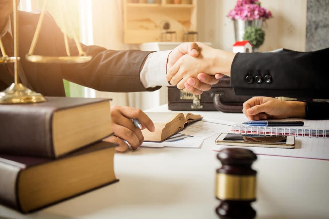 مسئولیت پیش قراردادی وکیل دادگستری
