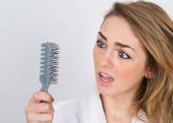 ريزش مو در خانم ها علت و درمان
