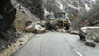 حسيني:ريزش کوه جاده چند روستا را مسدود کرد