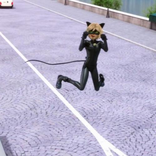عکس دختر کفشدوزکی و گربه ی سیاه