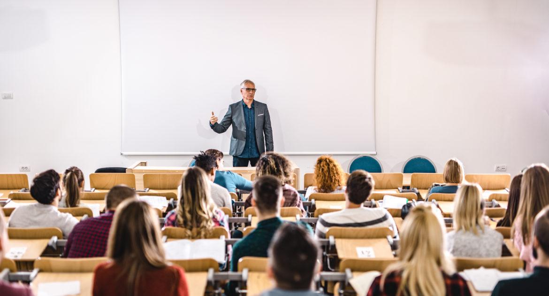 چگونه با قدرت و اعتمادبهنفس سخنرانی کنیم؟