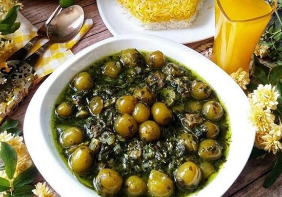 افطاری روز؛ خورشت گوجه سبز