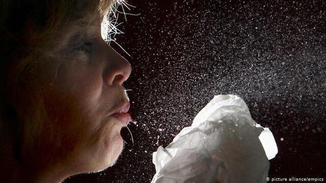 شیوع کرونا: ریزذرات بزاقی چقدر خطرناکند؟