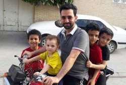 آذري جهرمي در حال مسافرکشي