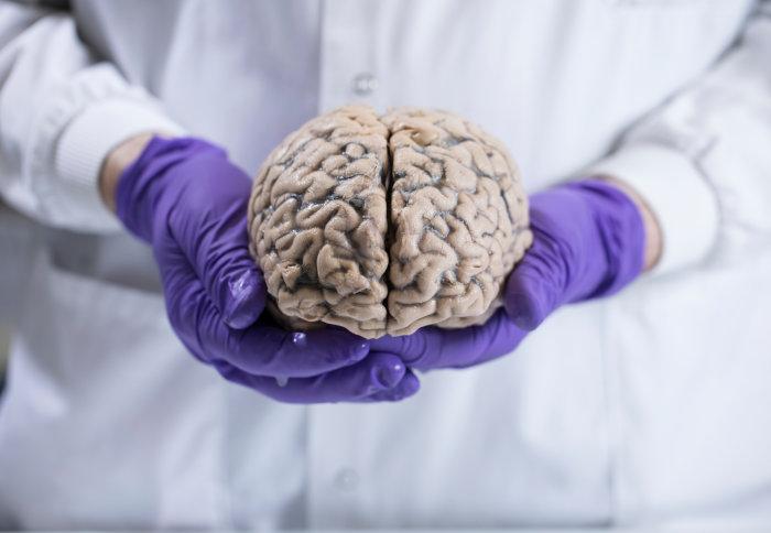 ۷ نشانه وقتی کرونا به مغز میزند!