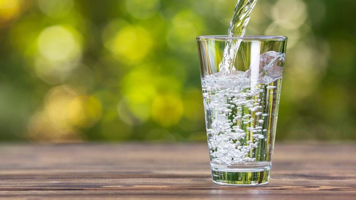آیا زمانبندی نوشیدن آب اهمیت دارد؟