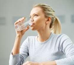 نوشيدن آب براي از بين بردن کرونا