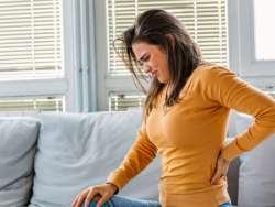 کمردرد خود را در خانه درمان کنيد / روش هاي ساده براي درمان کمردرد