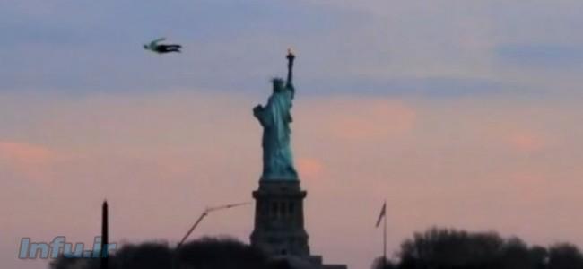انسان های پرنده در آسمان شهر نیویورک