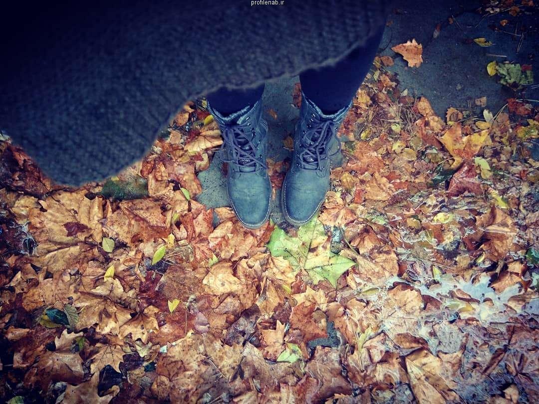 عکس دختر در پاییز غمگین