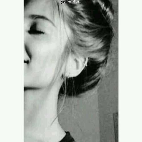 عکس سیاه و سفید دخترونه غمگین