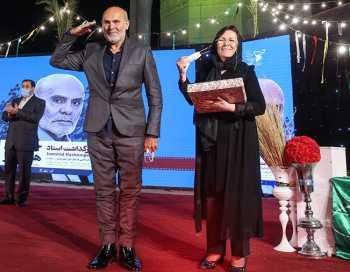 احترام نظامي جمشيد هاشم پور در جشنواره دفاع مقدس