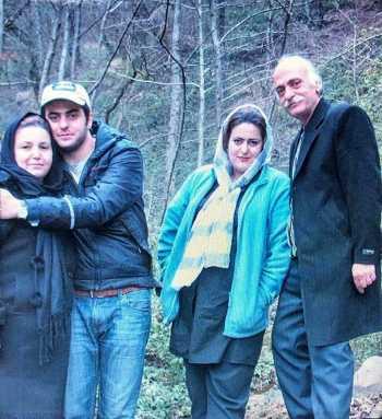 عکس خانوادگي علي ضيا / علي ضيا در کنار پدر مادر و خواهرش