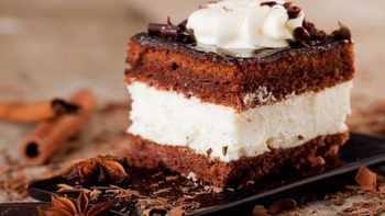 طرز تهيه کيک بستني شکلاتي خوشمزه