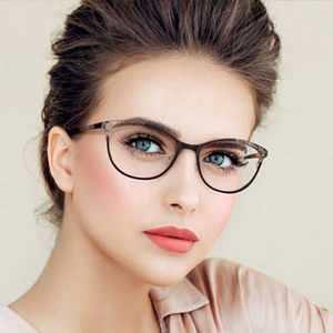 آرایش مناسب برای خانم های عینکی / آرایش خانم ها