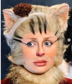 نيوشا ضيغمي با تيپ گربه
