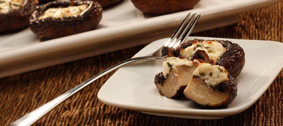 طرز تهیه قارچ شکم پربا مرغ و پنیر فتا