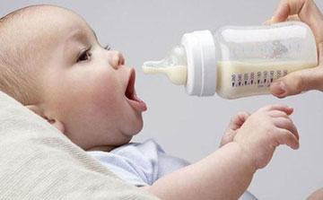 زیانهای شیشه شیر برای نوزادان