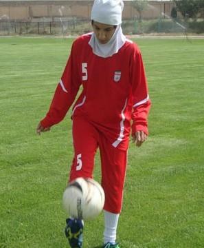 دعوت بانوی فوتبالیست کامیارانی به اردوی تیم ملی فوتبال