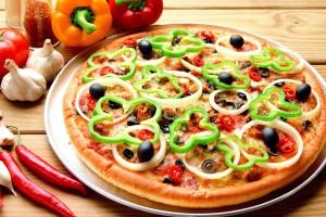 پیتزا با خمیر بربری و سس ماریانا