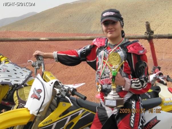 تصاویر نورا نراقی مادر زیبا و نخستین قهرمان زن موتور کراس ایران