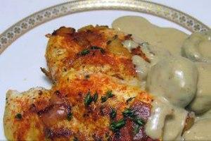 مرغ سرخ کرده با سس قارچ