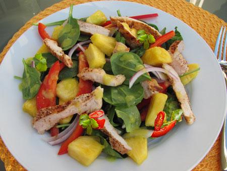 طرز تهیه مرغ ادویه دار و سالاد آناناس