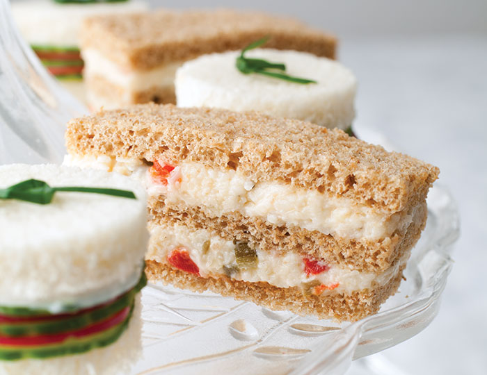 ساندویچ پنیر سفید با سبزیجات