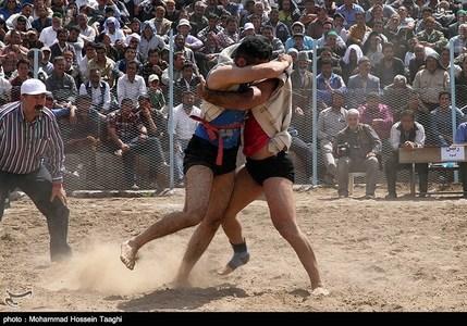 مسابقات کشتی با چوخه در روستای گرماب شهرستان فیروزه