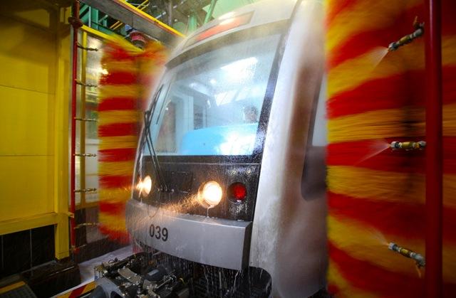 شستوشوی مکانیزه واگن های مترو ؛گزارش تصویری